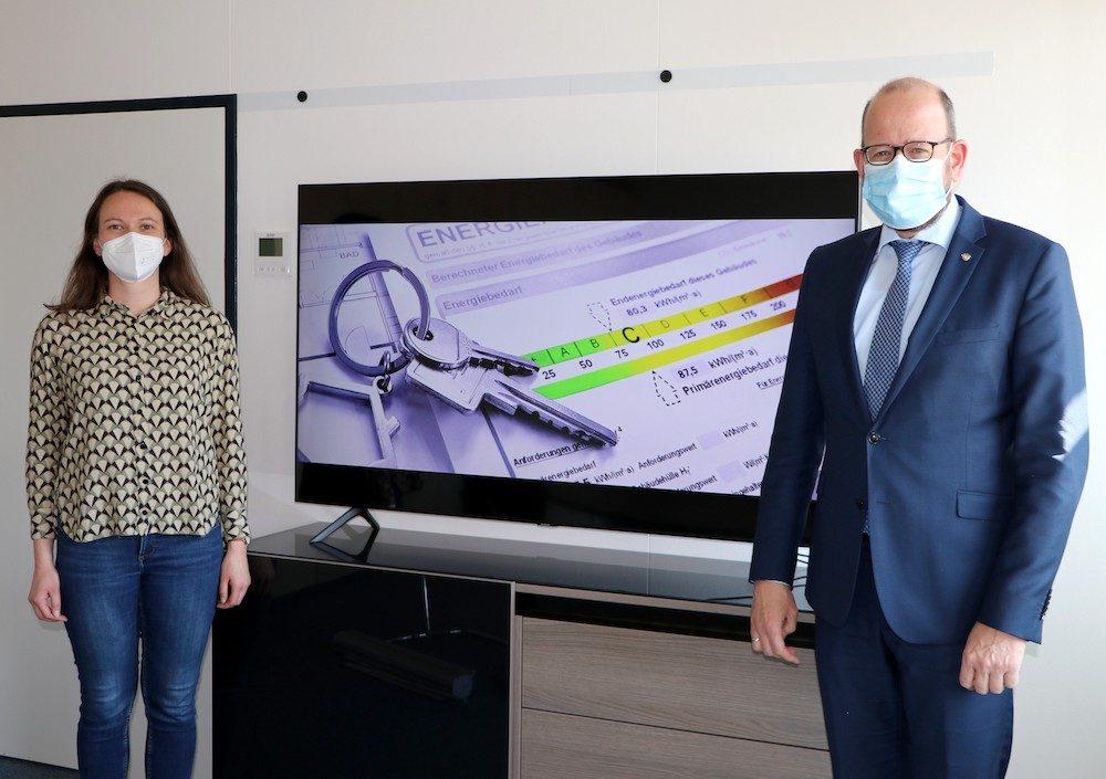 Neue Vorschriften für Energieausweise von Wohngebäuden ab Mai 2021 / Worauf Hauseigentümer jetzt achten müssen