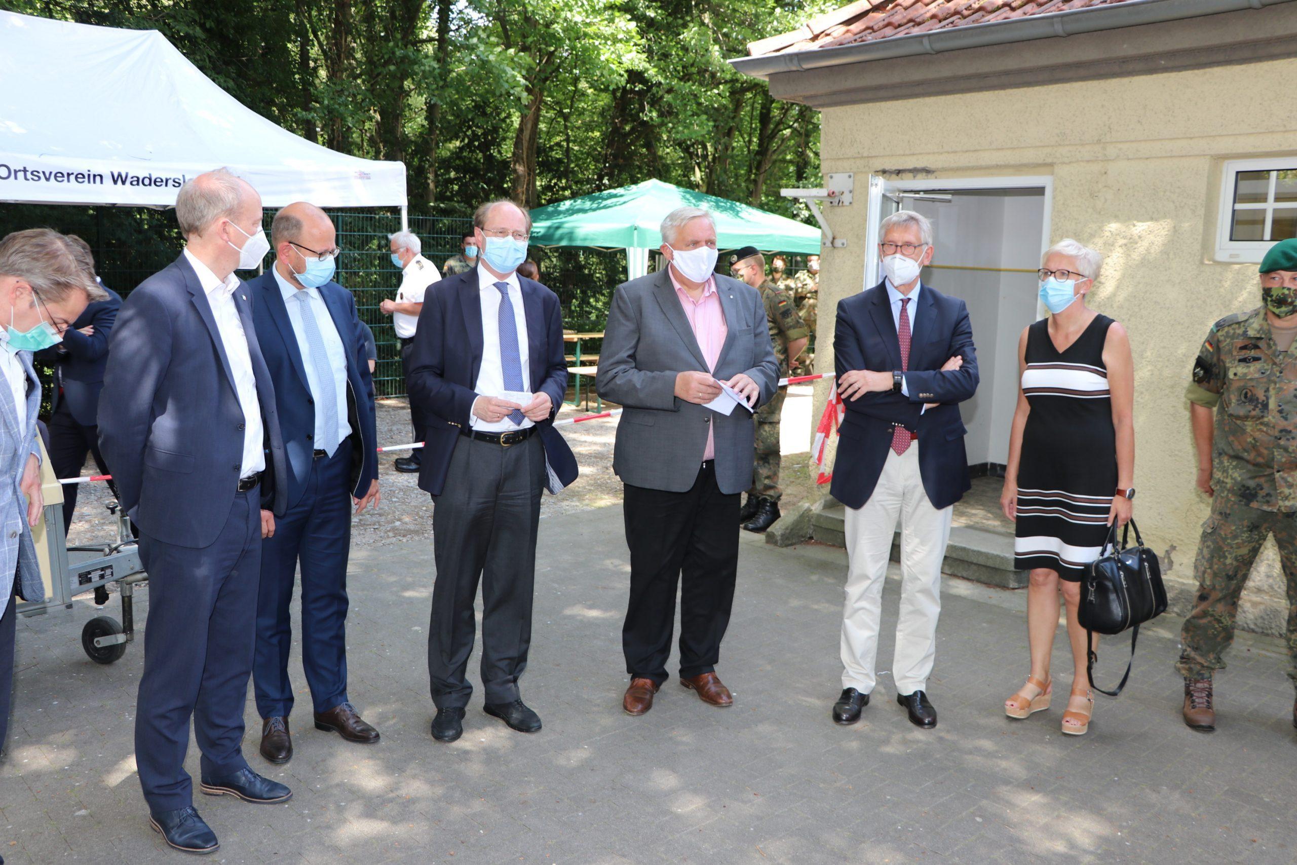 Gesundheitsminister Laumann besuchte Testzentrum Oelde / Erfreulicher Zwischenstand: 4491 Ergebnisse – nur zwei positiv